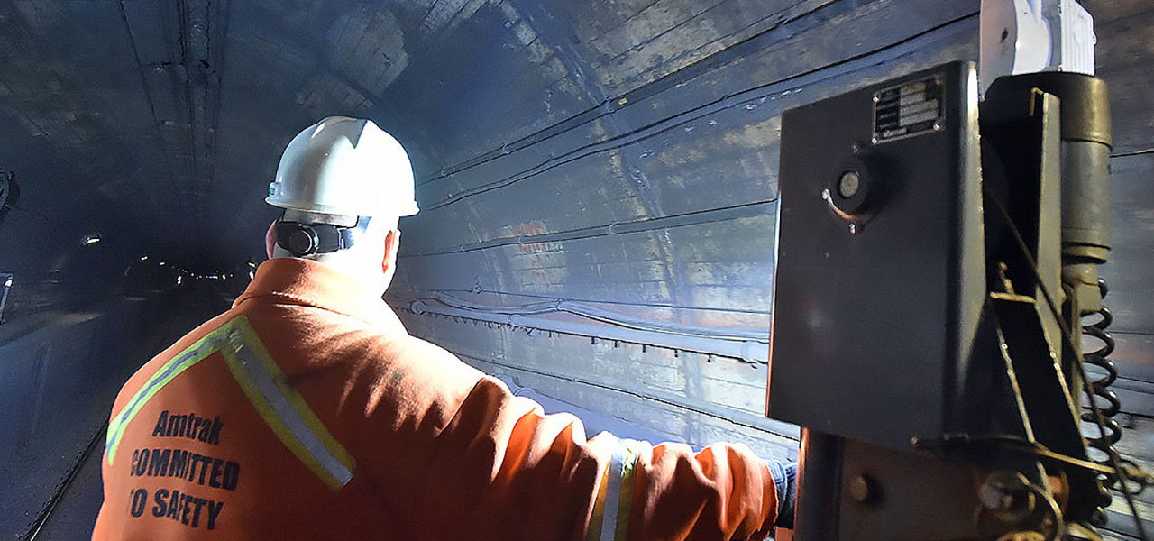 roll  governor cuomo tours gateway tunnel  engineering experts  inform